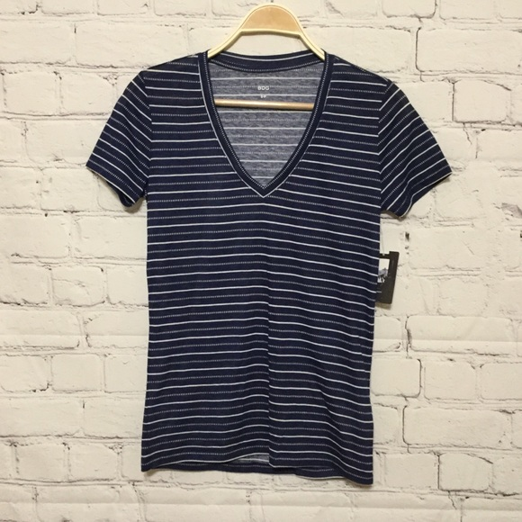 BDG Tops - 🐈💨 SALE 3/$17 BDG -Urban Outfitters V neck S